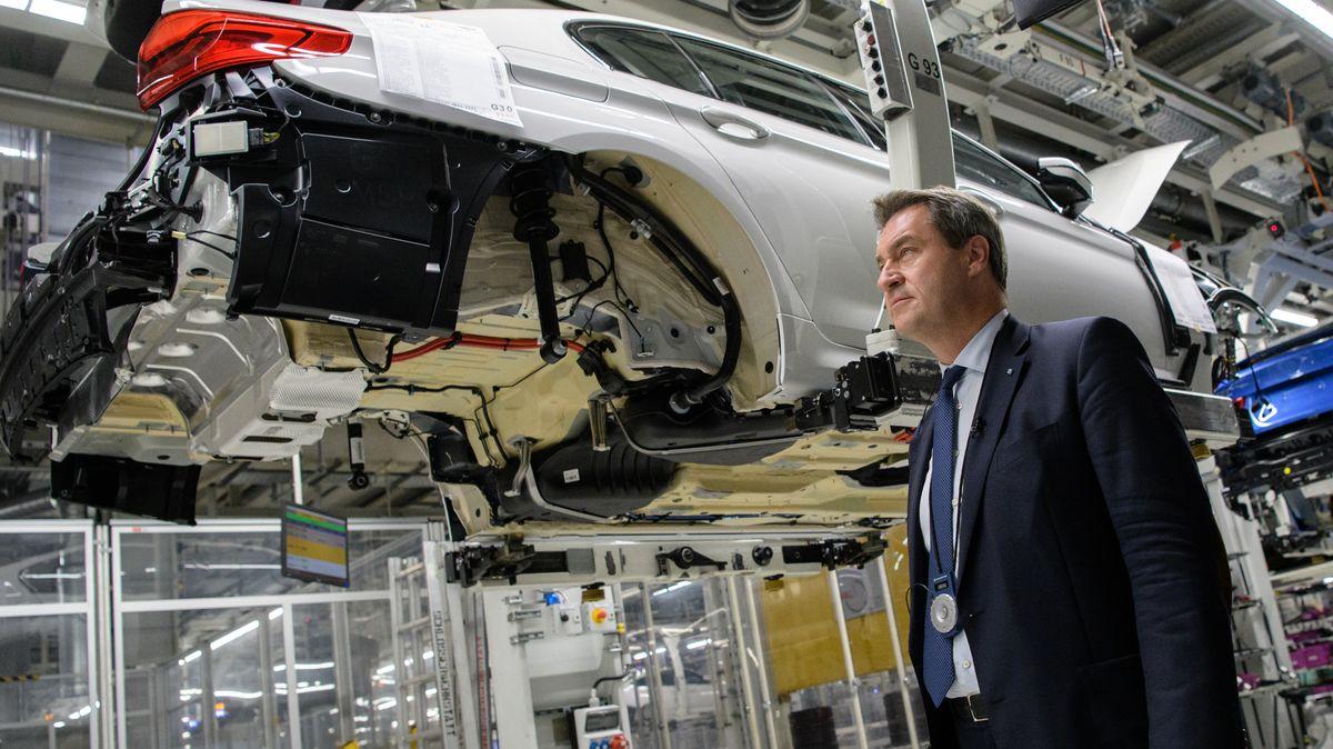 Archivbild: Ministerpräsident Markus Söder bei einem Werksbesuch bei BMW