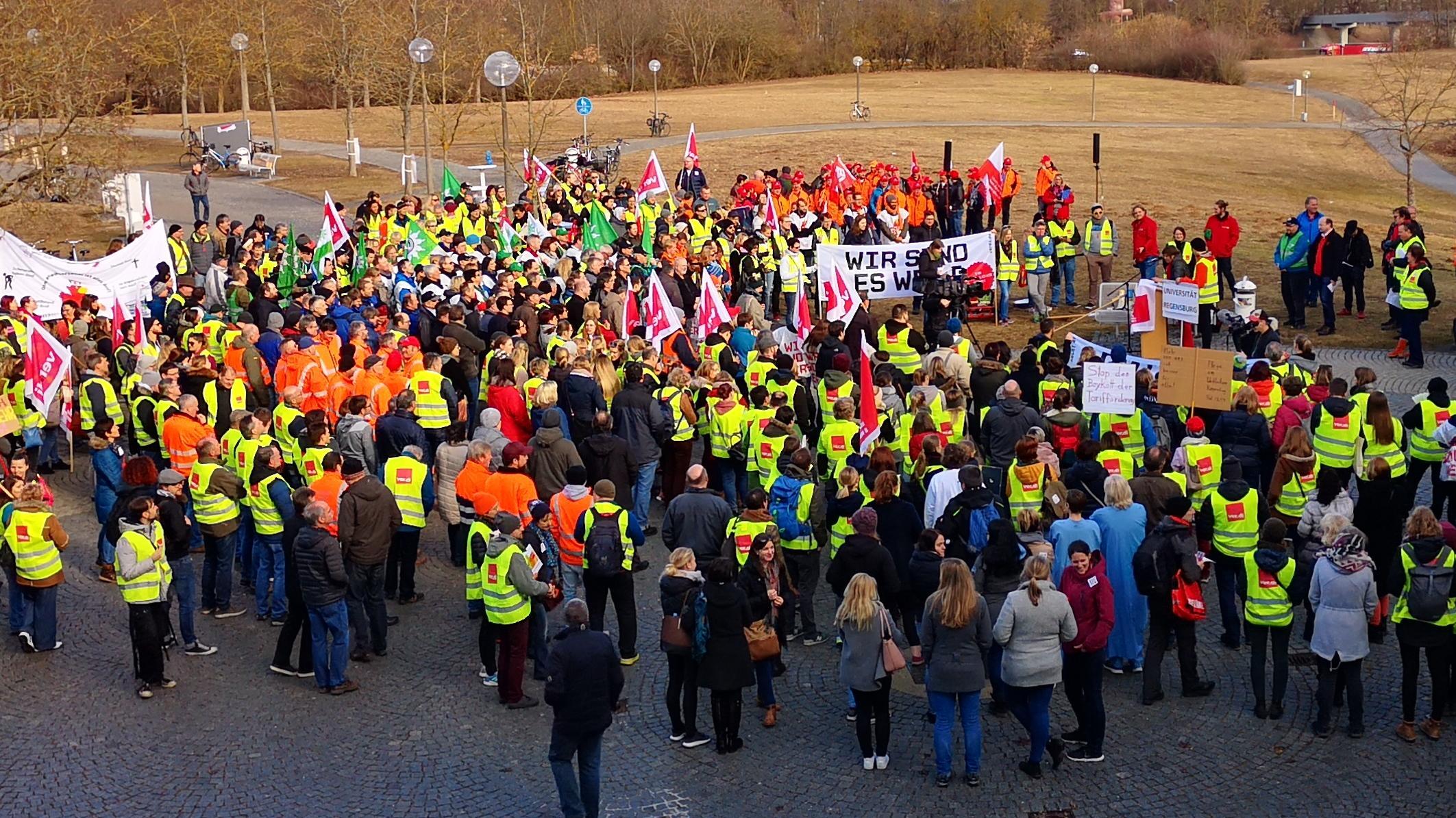 Streikende aus der ganzen Oberpfalz kamen nach Regensburg