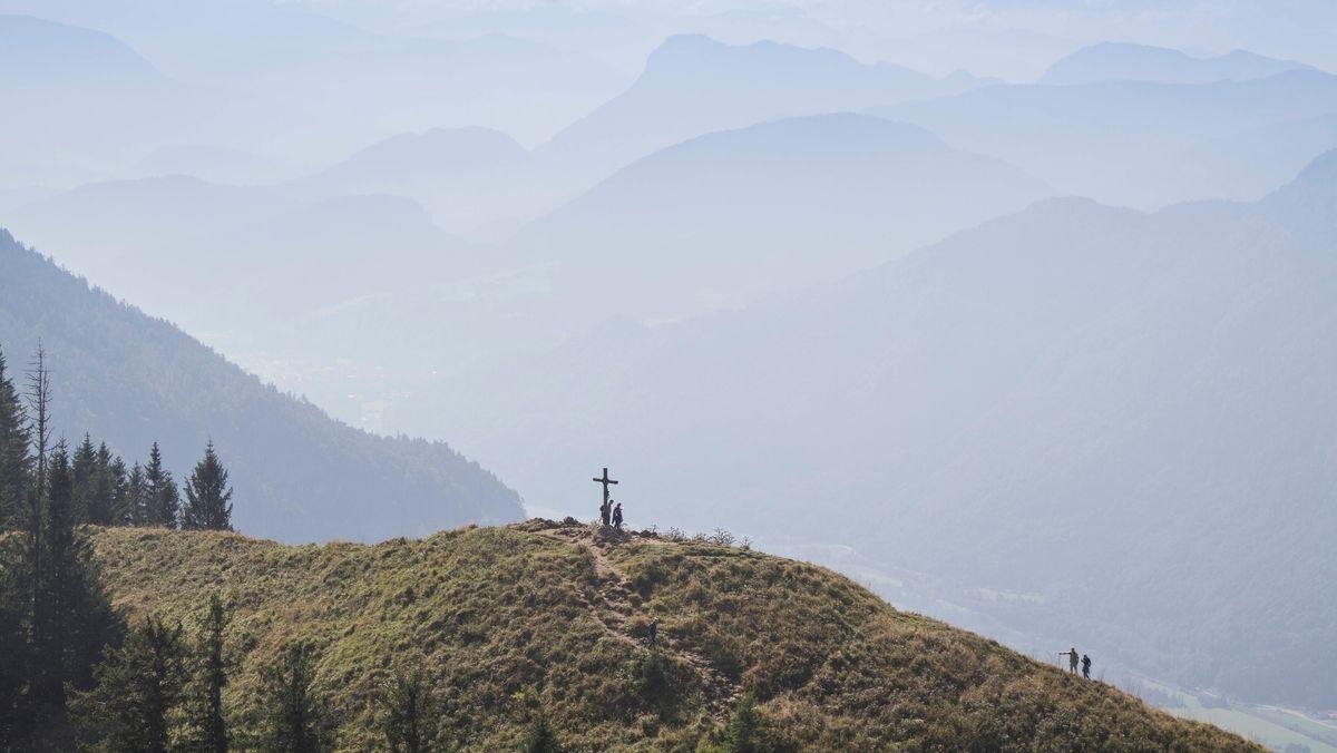 Bergwanderer auf dem Gipfel des Heubergs (Symbolbild)