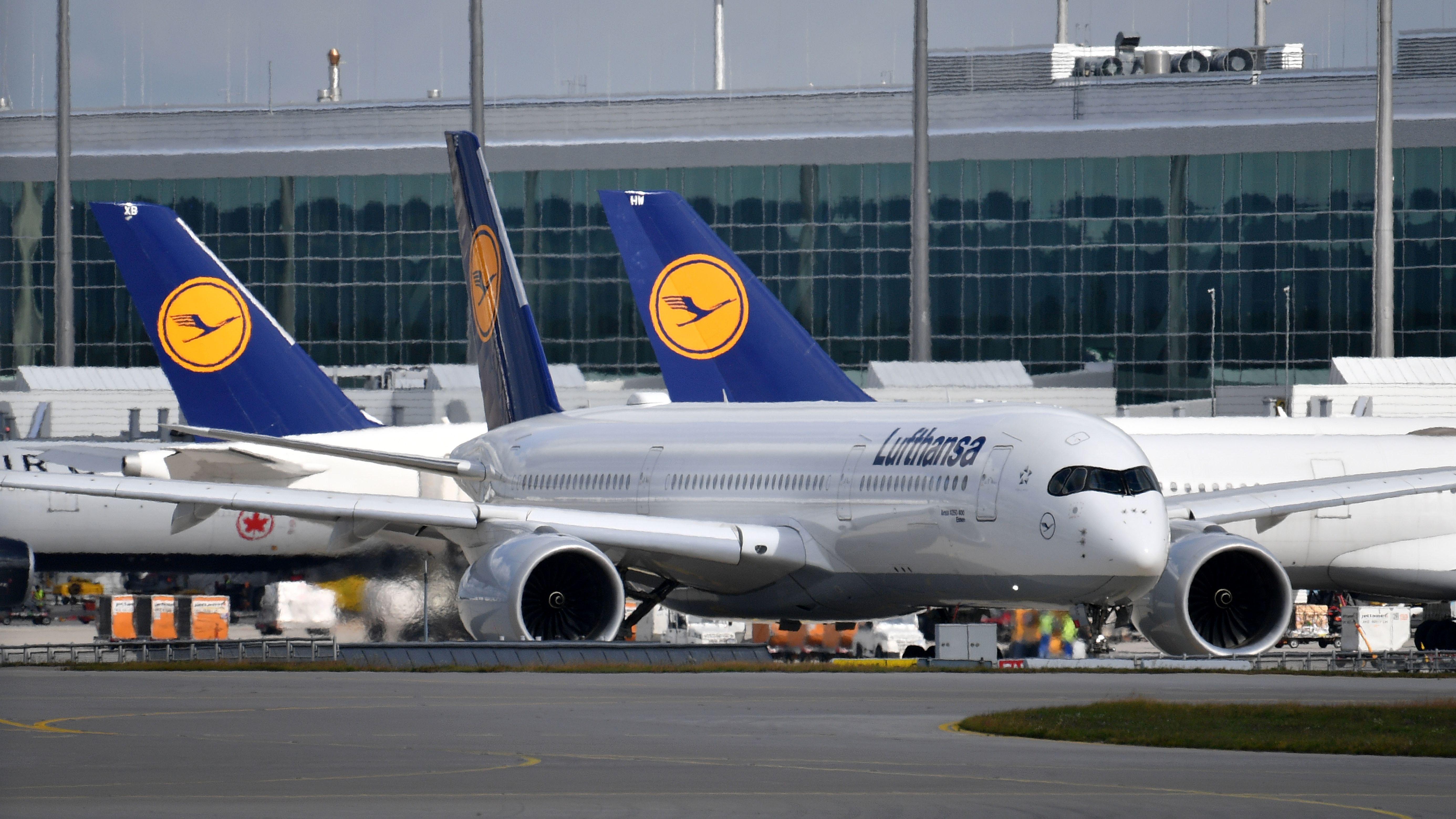 Passagierflugzeug der Lufthansa am Flughafen München (Archiv)