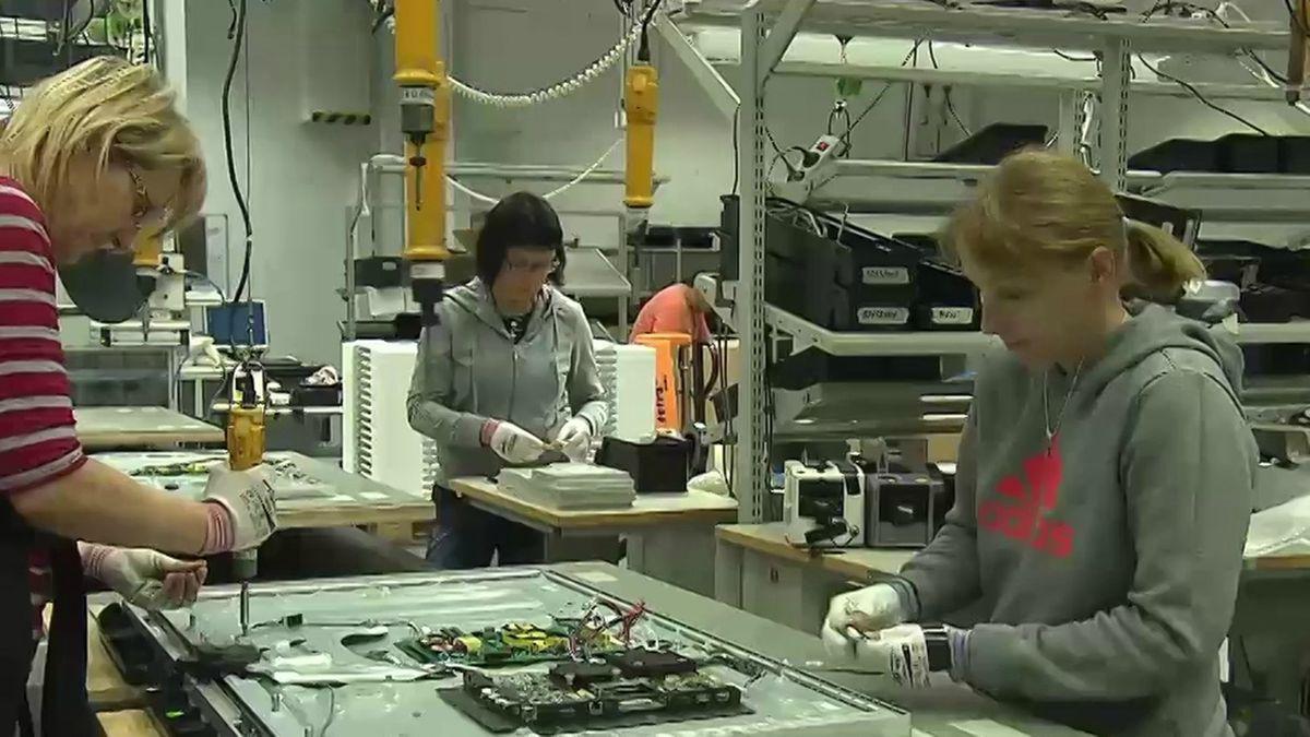 Loewe-Mitarbeiterinnen im Kronacher Werk