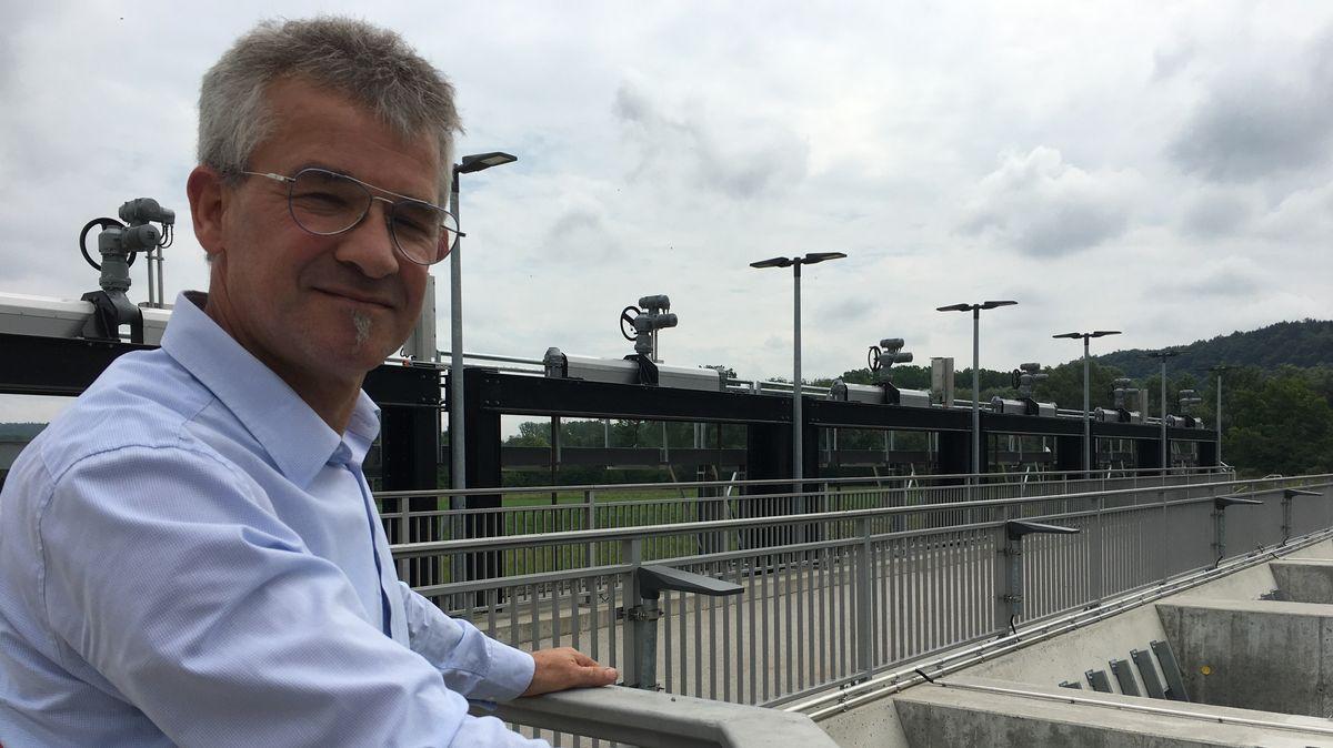 Michael Waldinger vom Wasserwirtschaftsamt Ingolstadt am Donaupolder Riedensheim