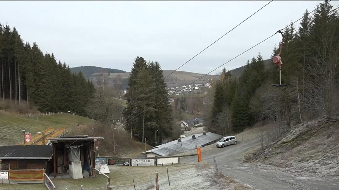 Schnee bleibt aus : Skilifte im Frankenwald stehen still