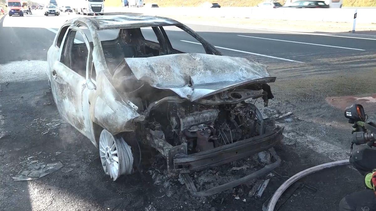Unfall auf der A3: Auto komplett ausgebrannt