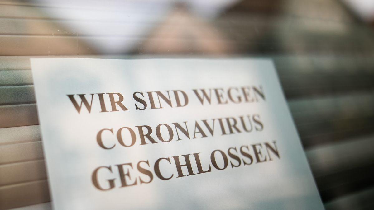 """Schild """"Geschlossen wegen Coronavirus"""""""