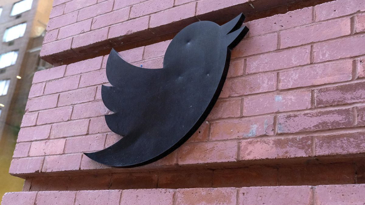 Twitter-Logo am Hauptgebäude in Manhattan / New York
