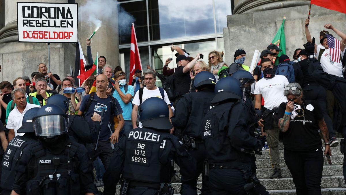 Eskalation bei den Corona-Demonstrationen in Berlin vor dem Reichstagsgebäude