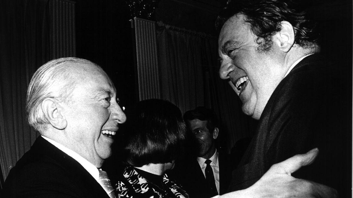 """""""Überzeugter Antifaschist"""": Der erste CSU-Vorsitzende Josef Müller (l.), hier zu sehen im Gespräch mit Franz Josef Strauß (r.) im April 1973."""