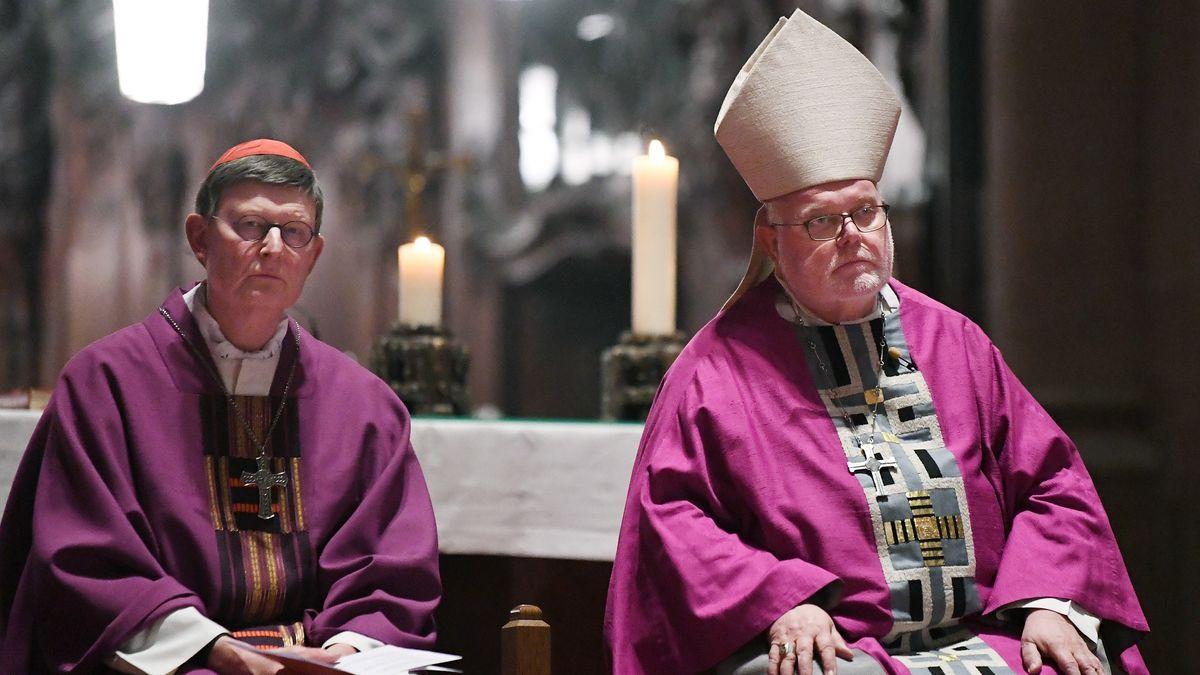 Der Kölner Erzbischof Rainer Maria Woelki (links) und der Erzbischof von München und Freising Reinhard Kardinal Marx im März beim Eröffnungsgottesdienst der Vollversammlung im Martinsdom in Mainz.