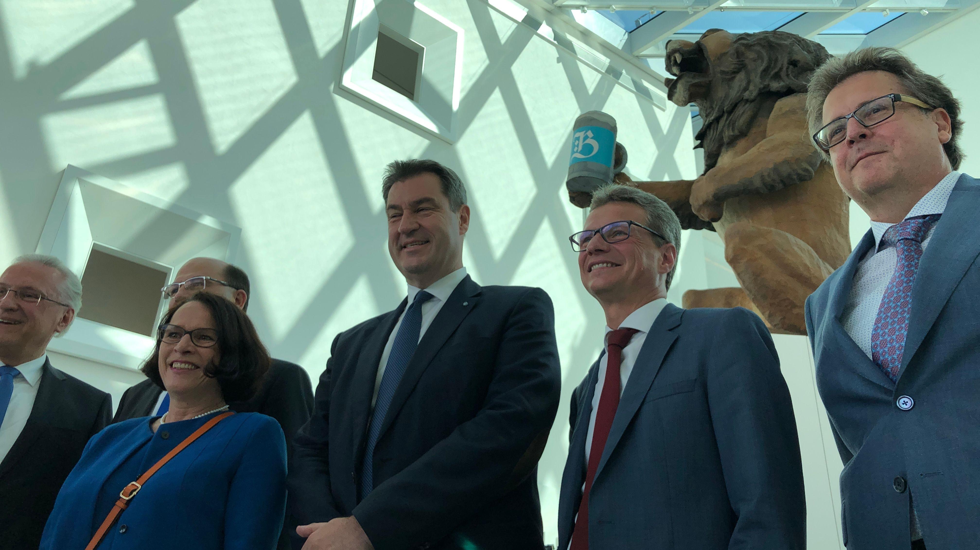 (v.l.n.r.) Bürgermeisterin Gertrud Maltz-Schwarzfischer, Ministerpräsident Söder, Kunstminister Sibler und Museumsdirektor Loibl