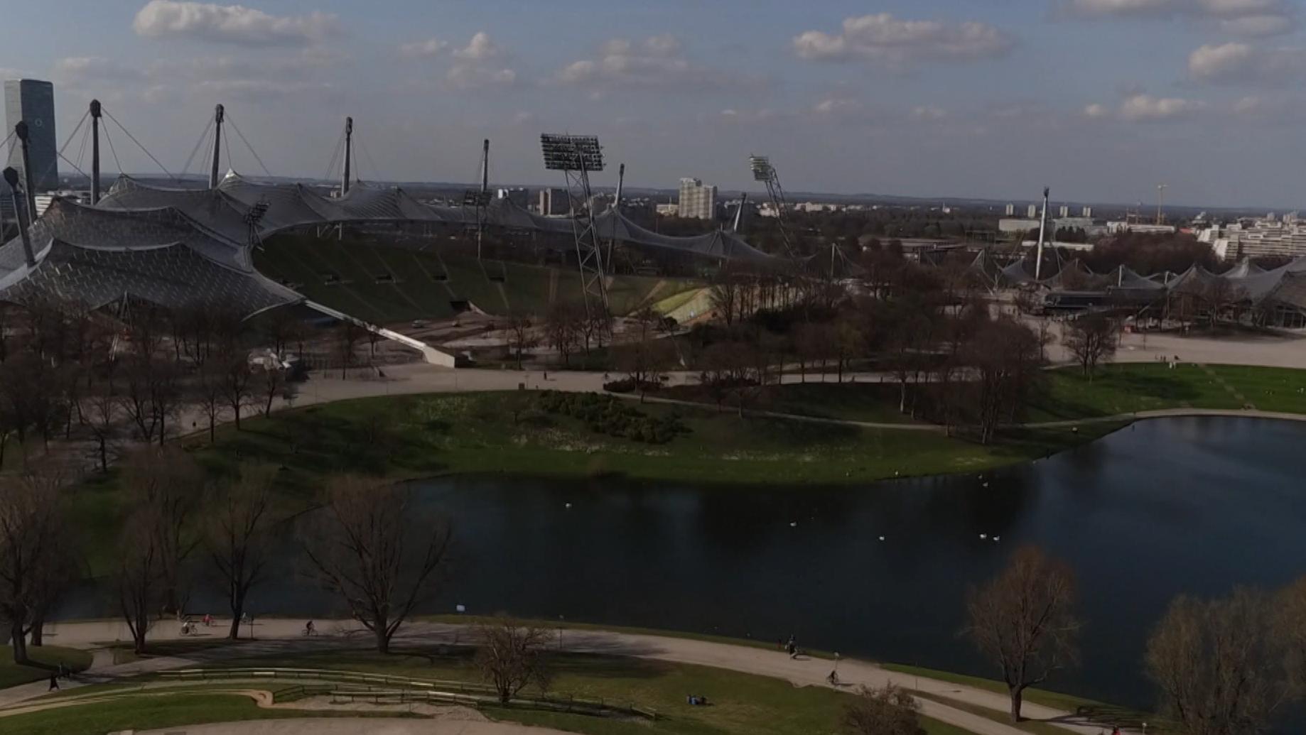 Blick über den Olympiasee aufs Olympiastadion