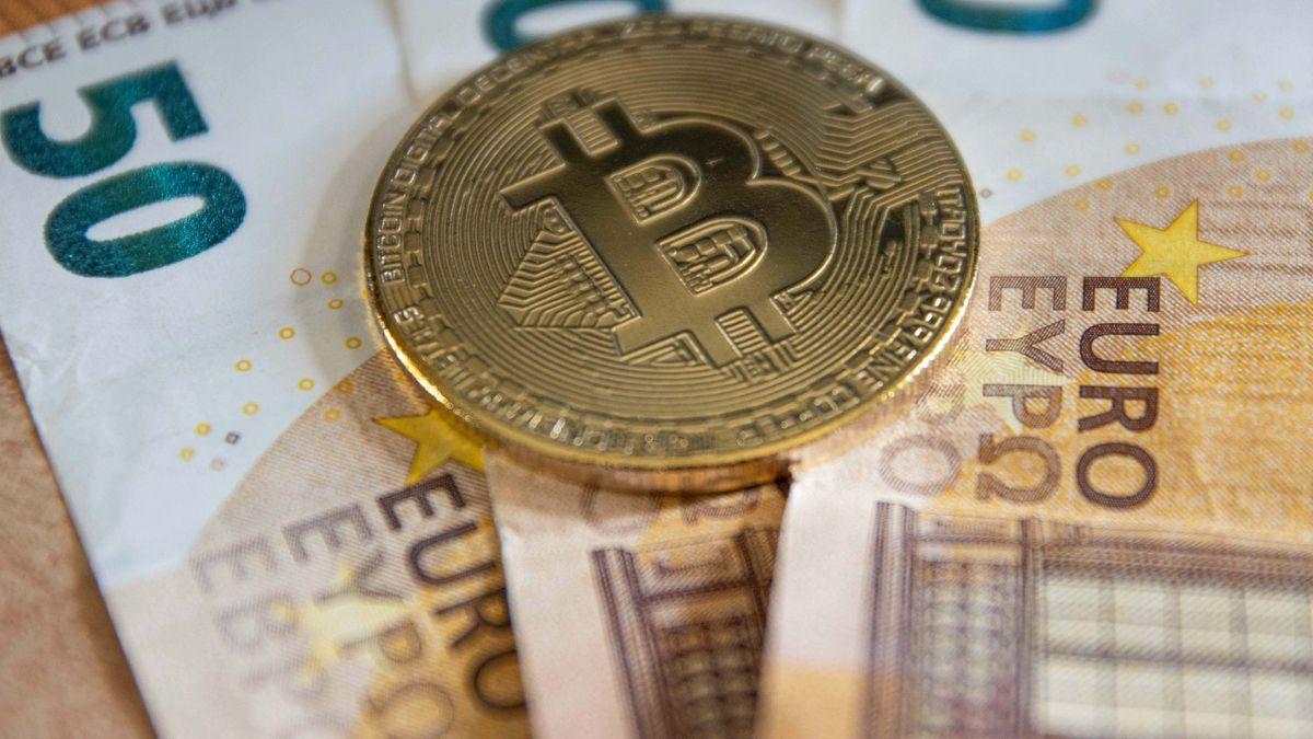 Bitcoin und Euroscheine