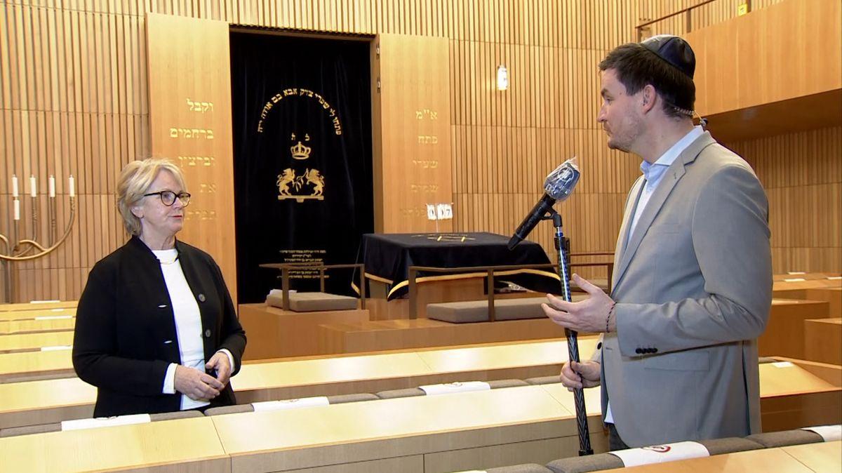 Ilse Danziger, Vorsitzende der jüdischen Gemeinde in Regensburg, im Gespräch mit BR-Korrespondent Sebastian Grosser