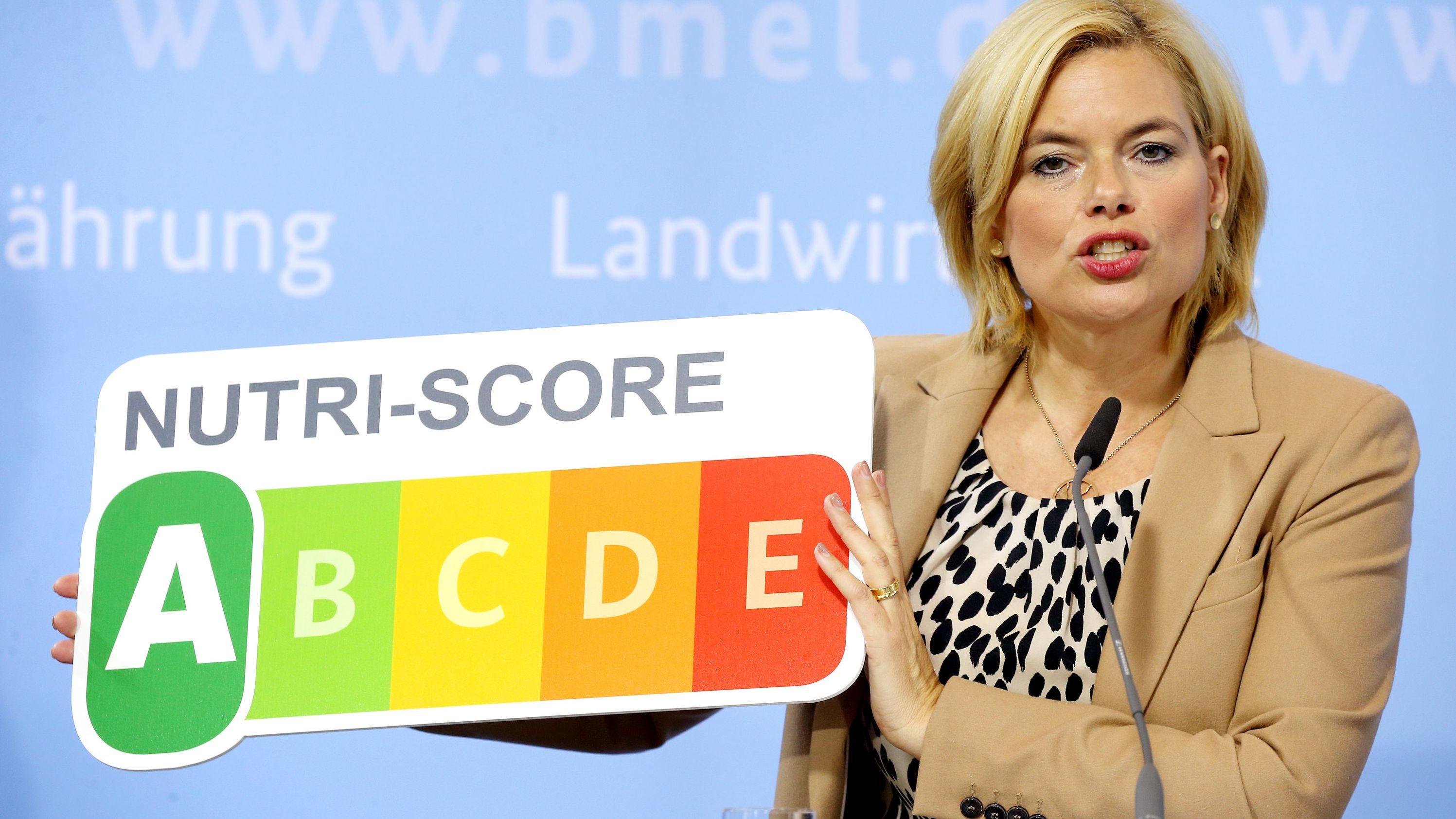"""Bundesernährungsministerin, stellt während einer Pressekonferenz in ihrem Ministerium das neue Nährwertkennzeichen """"NutriScore"""" vor."""