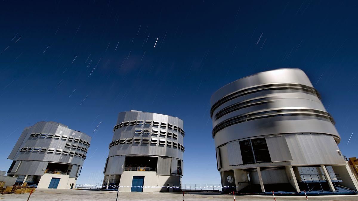 Das Paranal-Observatorium der ESO mit VLT in der Atacama-Wüste in Chile