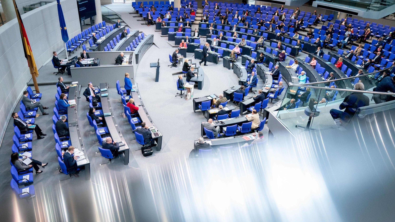 Bundestag, Blick auf Regierungsbank und Plenum.
