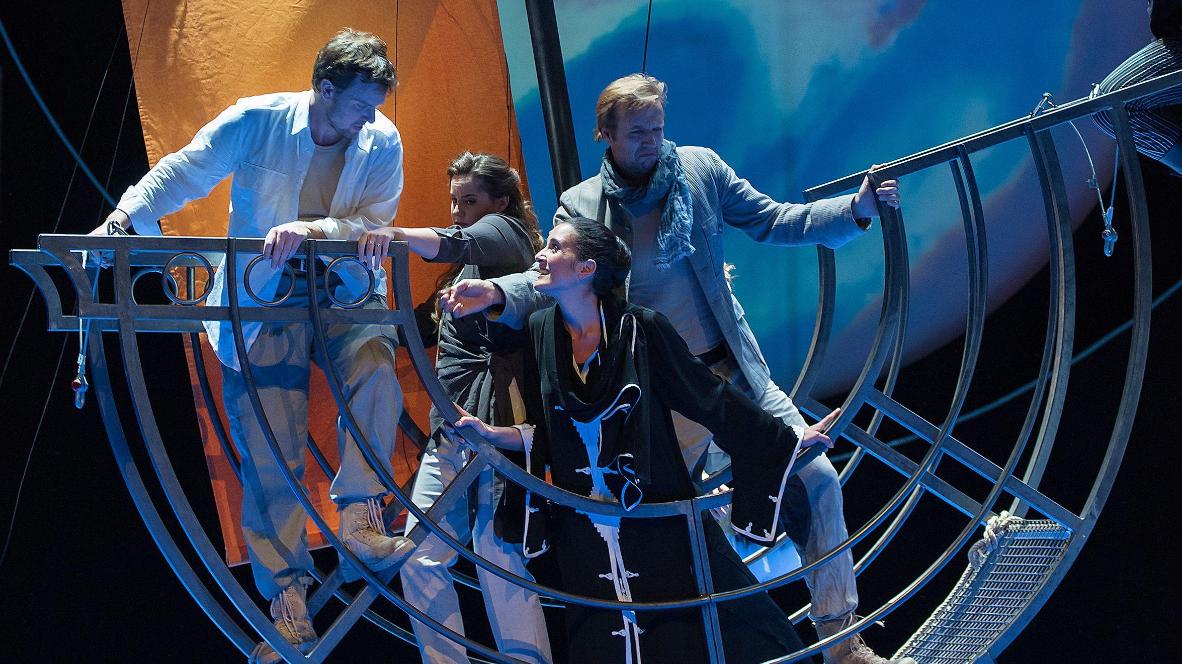Im Schiff an unbekannte Ufer