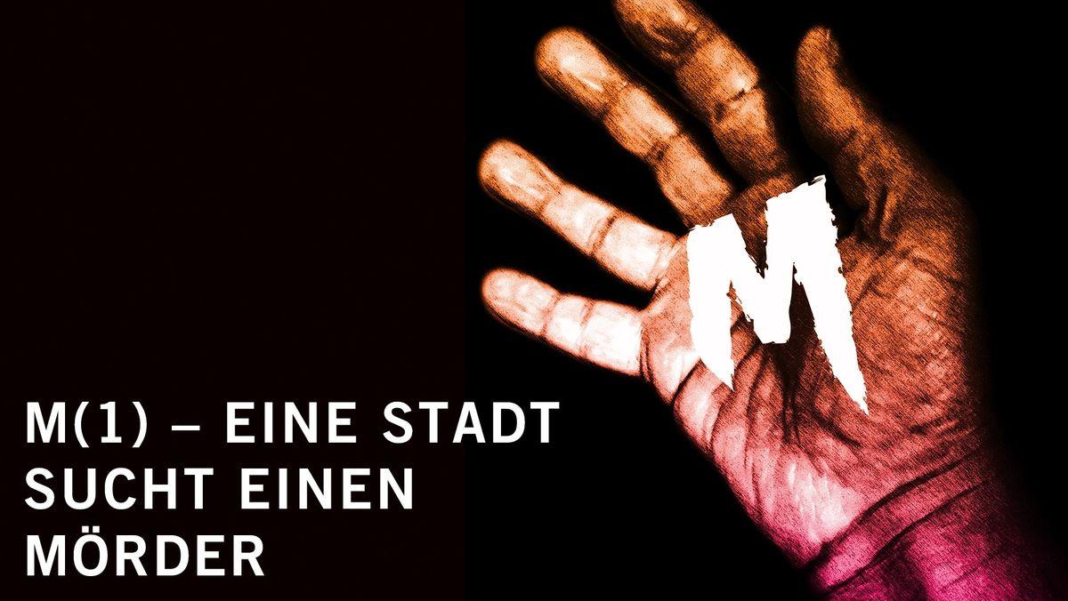 """Plakat, links Schrift: M 81) – eine Stadt sucht einen Mörder"""", rechts eine rosa orange Hand mit einem M wie Mörder"""