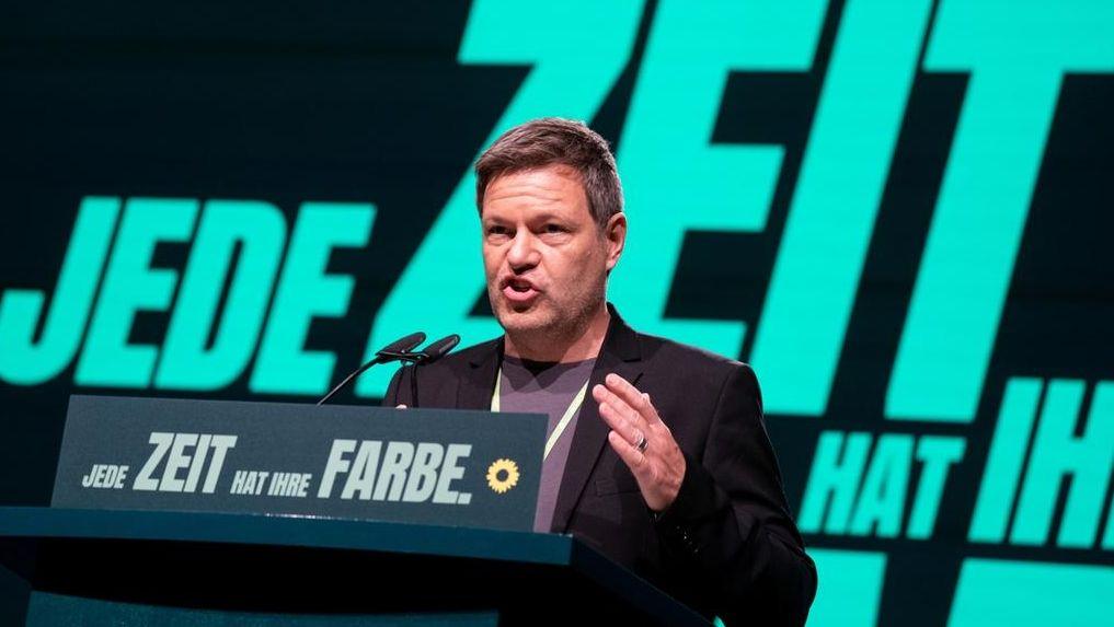 Grünen-Chef Robert Habeck hält beim virtuellen Parteitag eine Rede