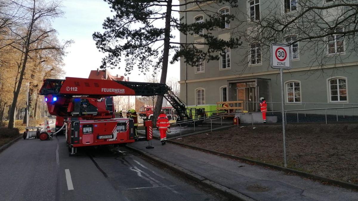 Feuerwehreinsatz bei einem Zimmerbrand in Landshut