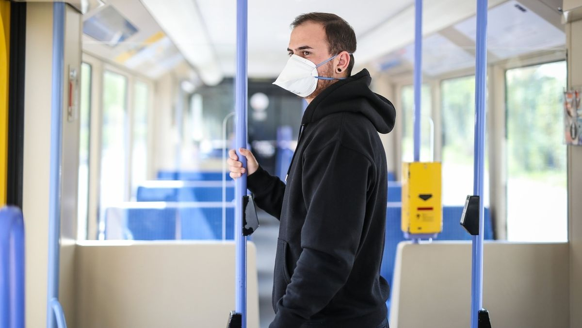 Atemschutzmaske in öffentlichen Verkehrsmitteln
