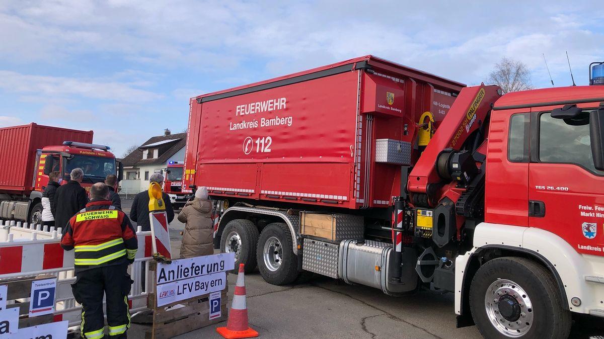 Sieben Containerfahrzeuge der Feuerwehren aus Ober-, Mittel- und Unterfranken sind unterwegs nach Kroatien.