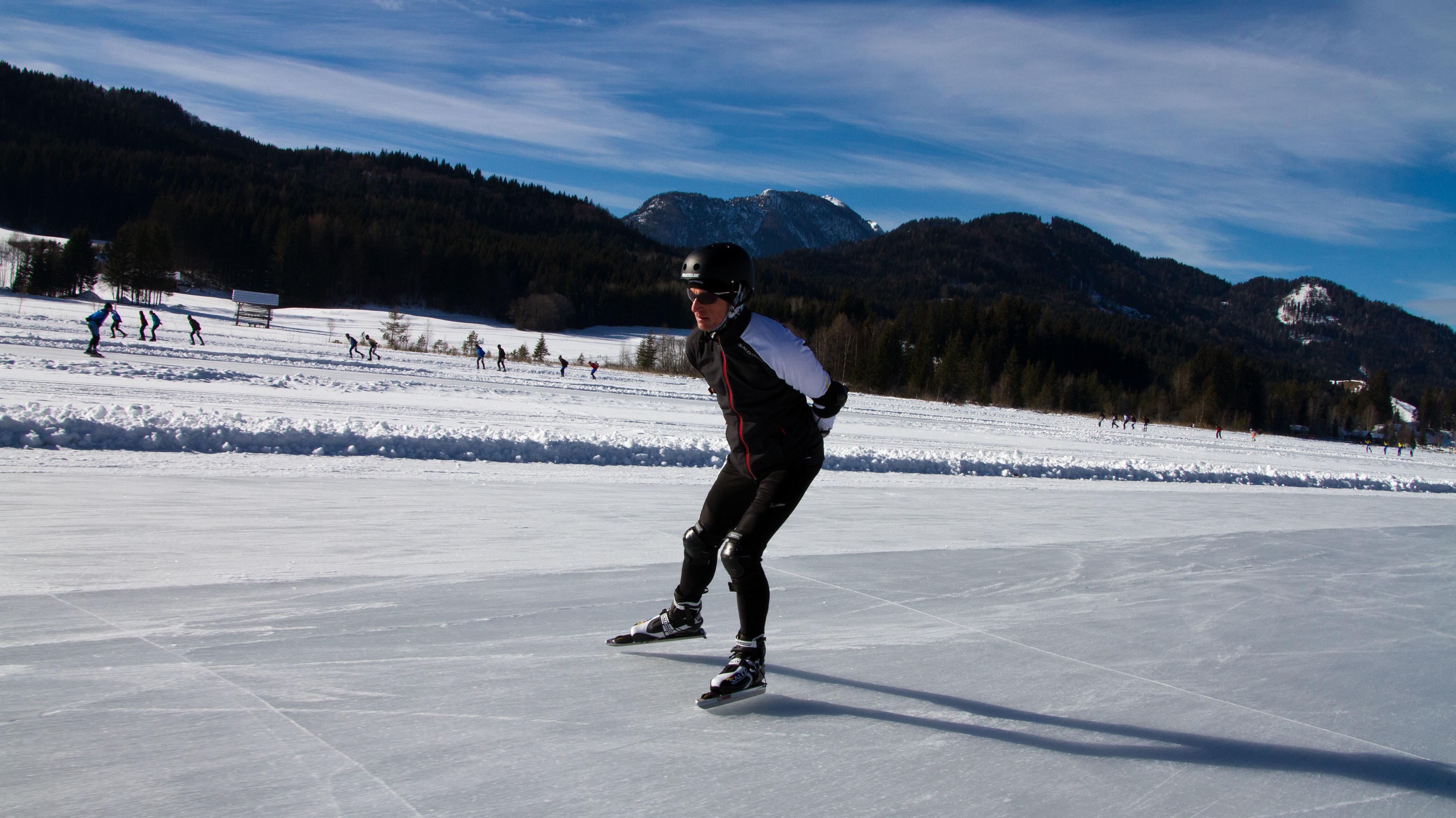 Fitnessmagazin-Reporter Bernd-Uwe Gutknecht beim Eislauf-Marathon