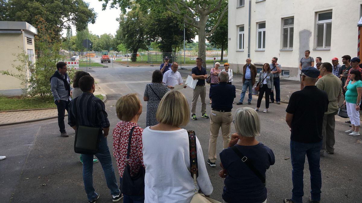 Baustellenführung über das Gelände, auf dem 2026 die Landesgartenschau in Schweinfurt stattfinden soll