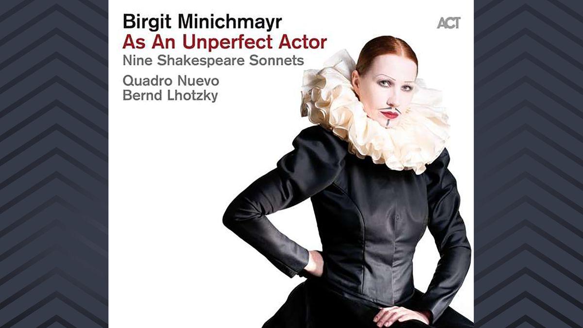 Cover des Albums mit Birgit Minichmayr in Halskrause und Renaissance Kostüm