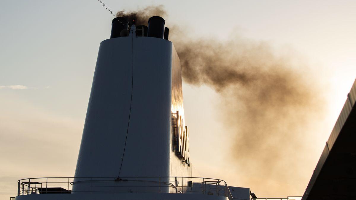 Schornstein eines Kreuzfahrtschiffs: Seit 2020 gelten neue Schwefel-Grenzwerte für die Hochseeschifffahrt.