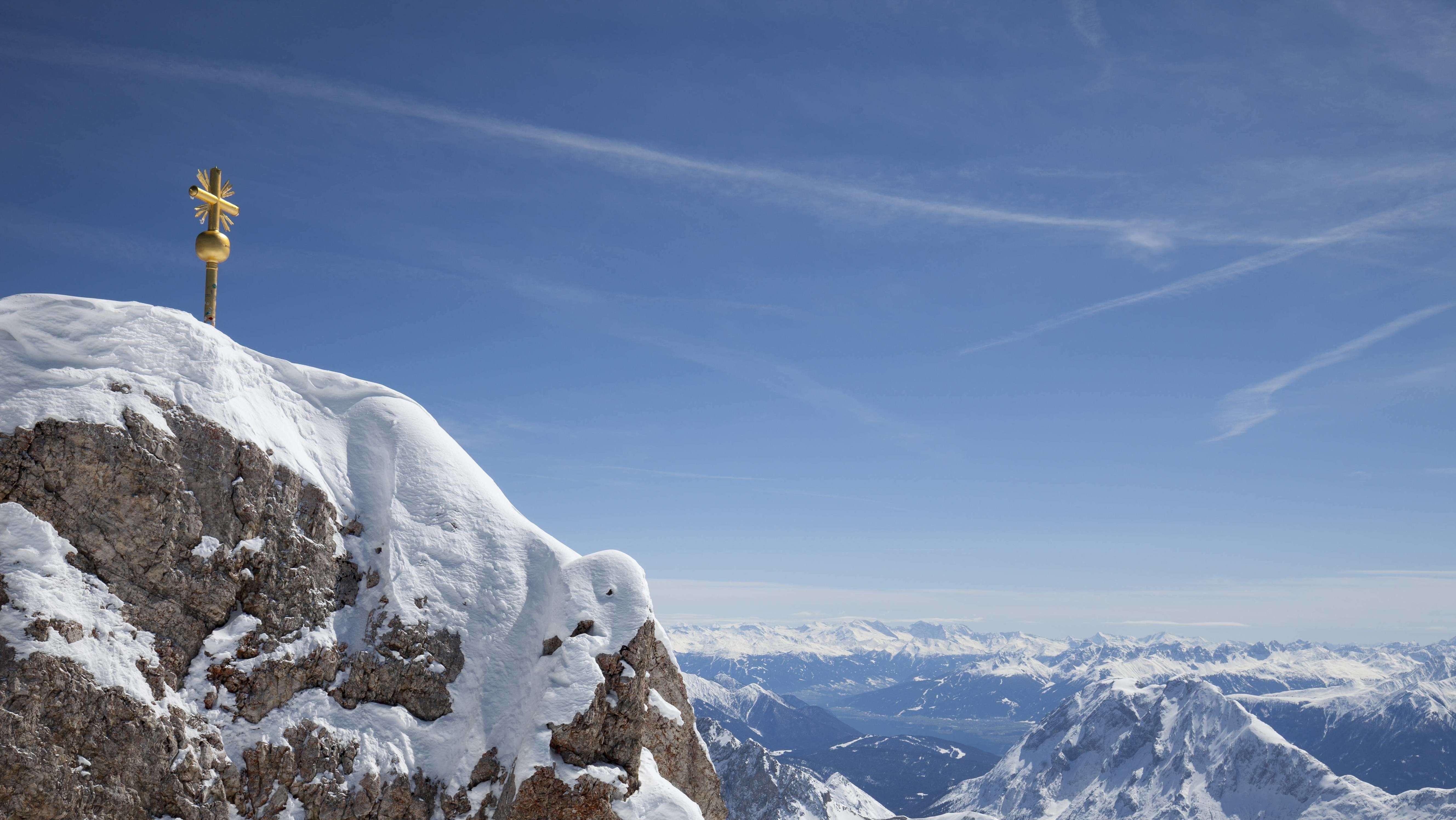 Das Gipfelkreuz auf der Zugspitze – noch vor dem Zwischenfall