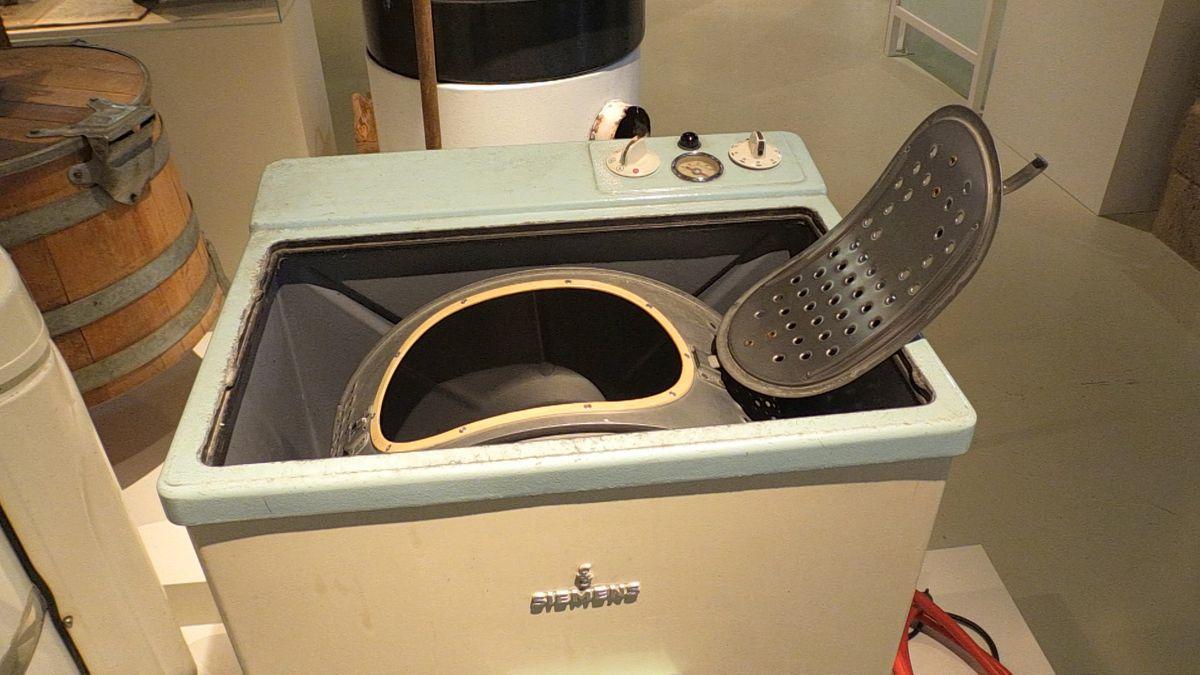 Eine der ersten Waschmaschinen - ein Toplader von Siemens