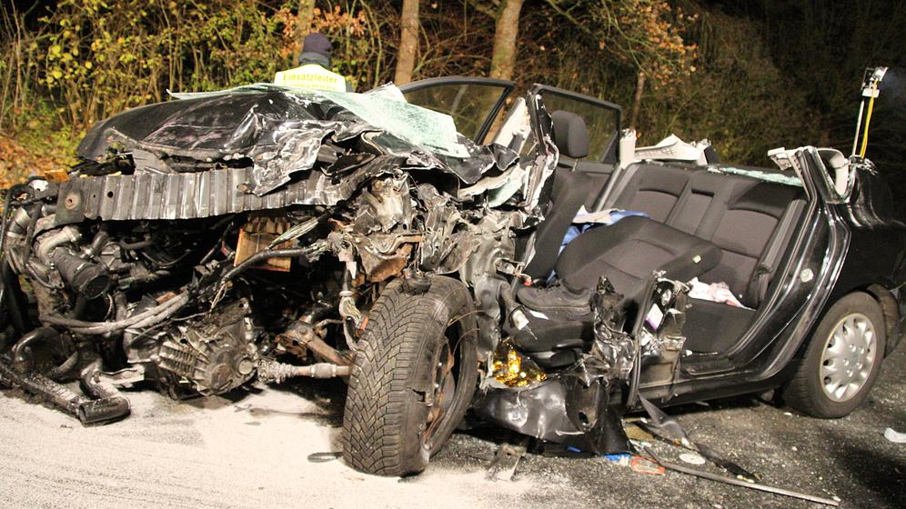 Totalschaden an einem beteiligten Auto bei dem Verkehrsunfall auf der B470 | Bild:NEWS5