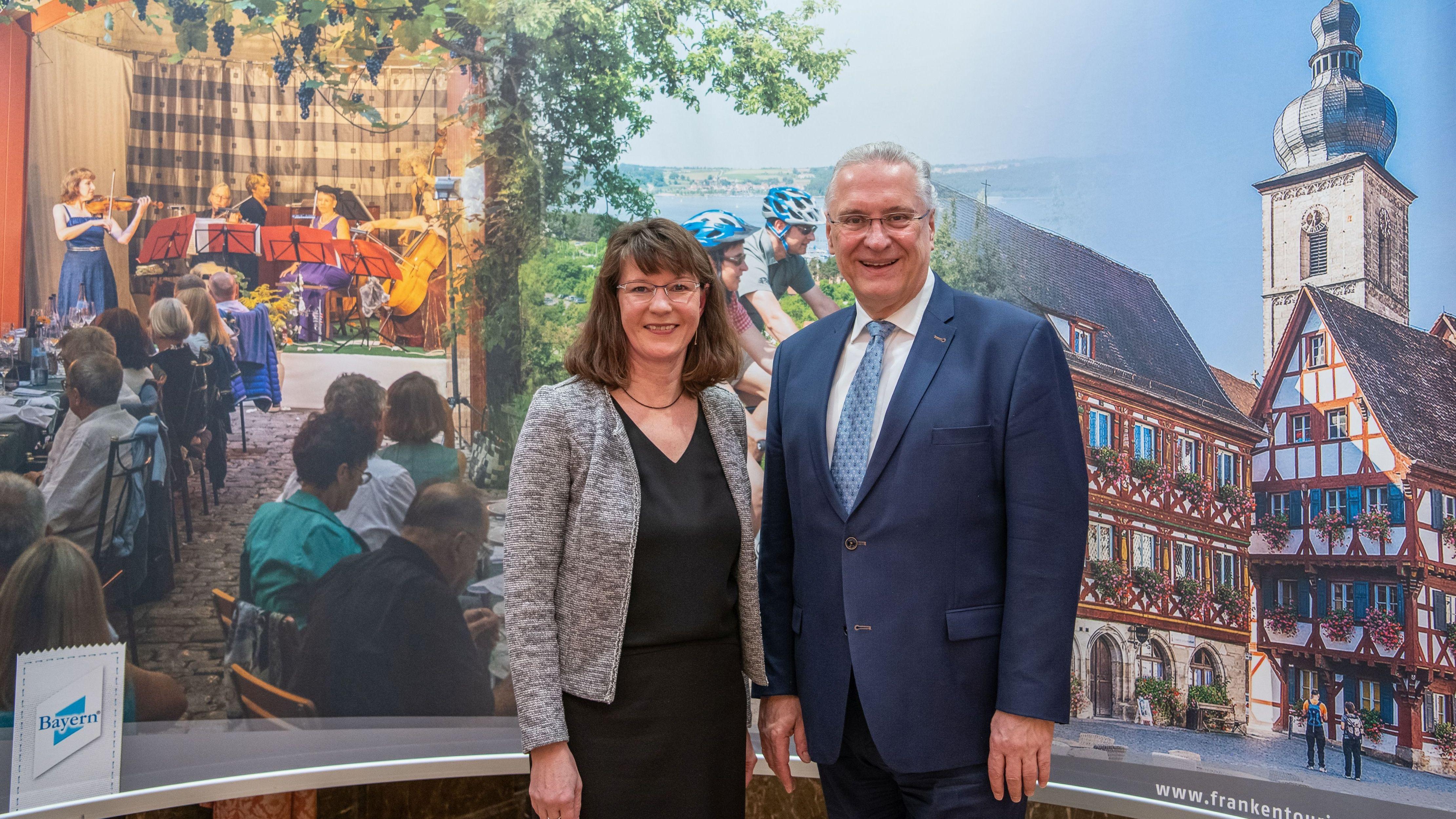 Innenminister und Vorsitzender des Tourismusverbands Joachim Herrmann und Geschäftsführerin Angelika Schäffer