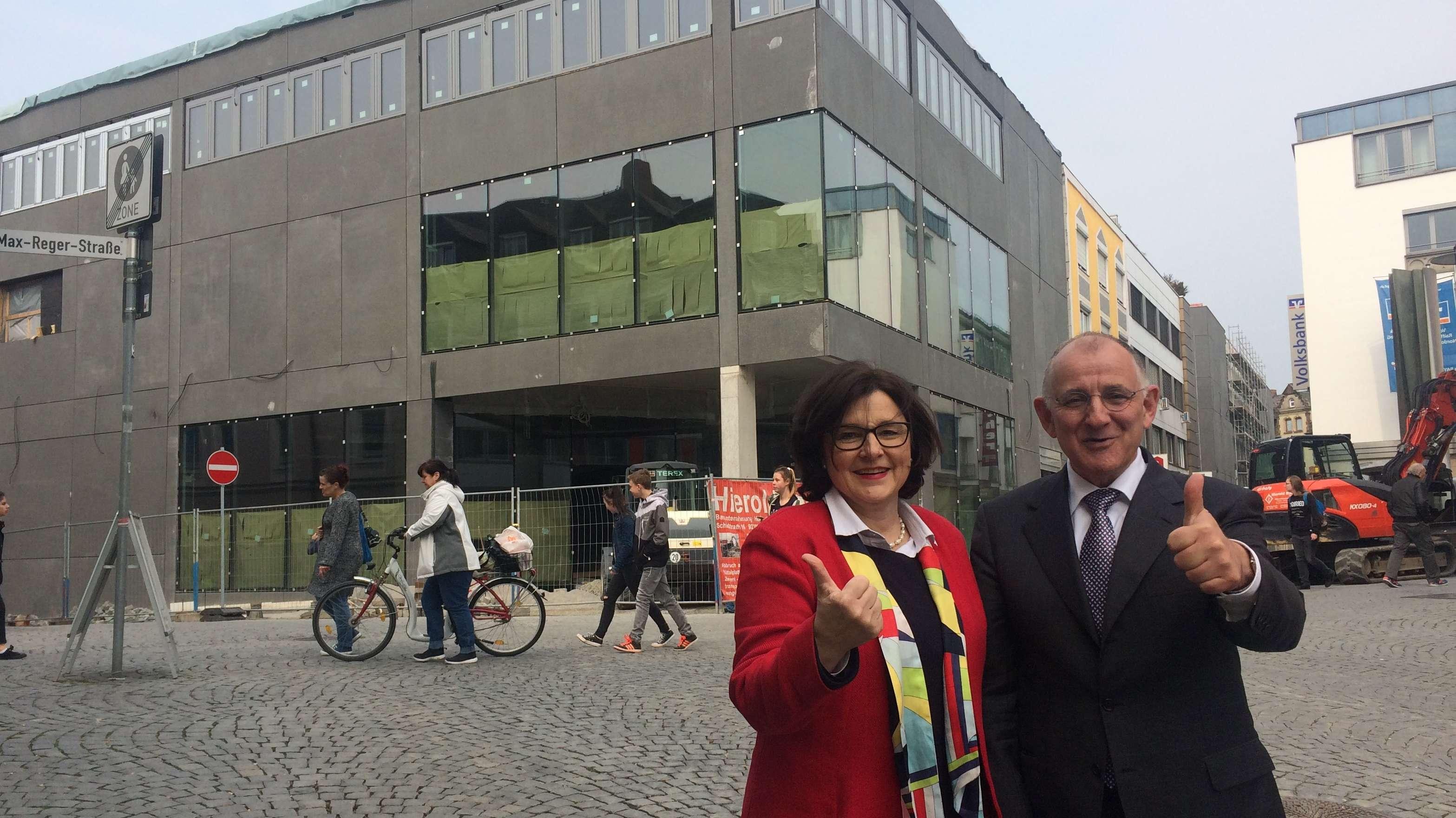 Centermanagerin Reinhild Holthaus und Investor Thomas Schumacher von Fondara.