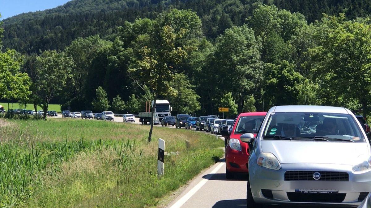 Viele Autos stauten sich auf dem Weg nach Kochel