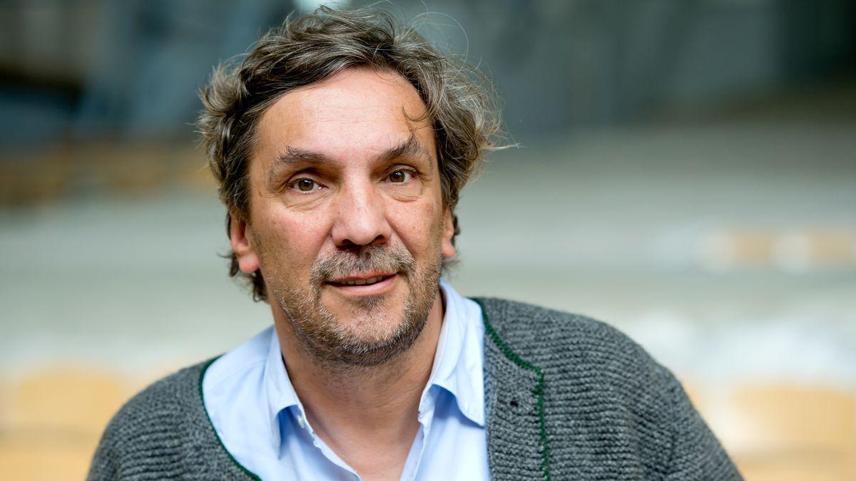 Der Intendant des Münchner Volkstheaters Christian Stückl im Trachtenjanker.