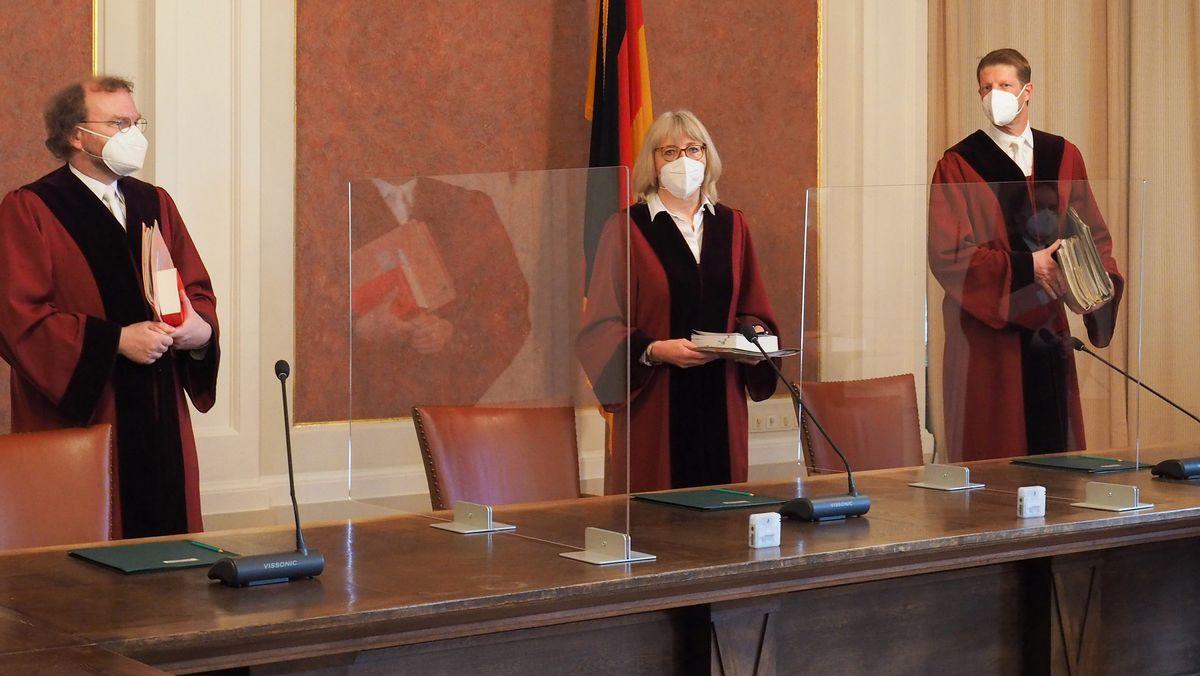 Drei Richter des X. Senats des Bundesfinanzhofes, mit der Vorsitzenden Jutta Förster und zwei der vier Beisitzer, Egmont Kulosa (l) und Jens Reddig