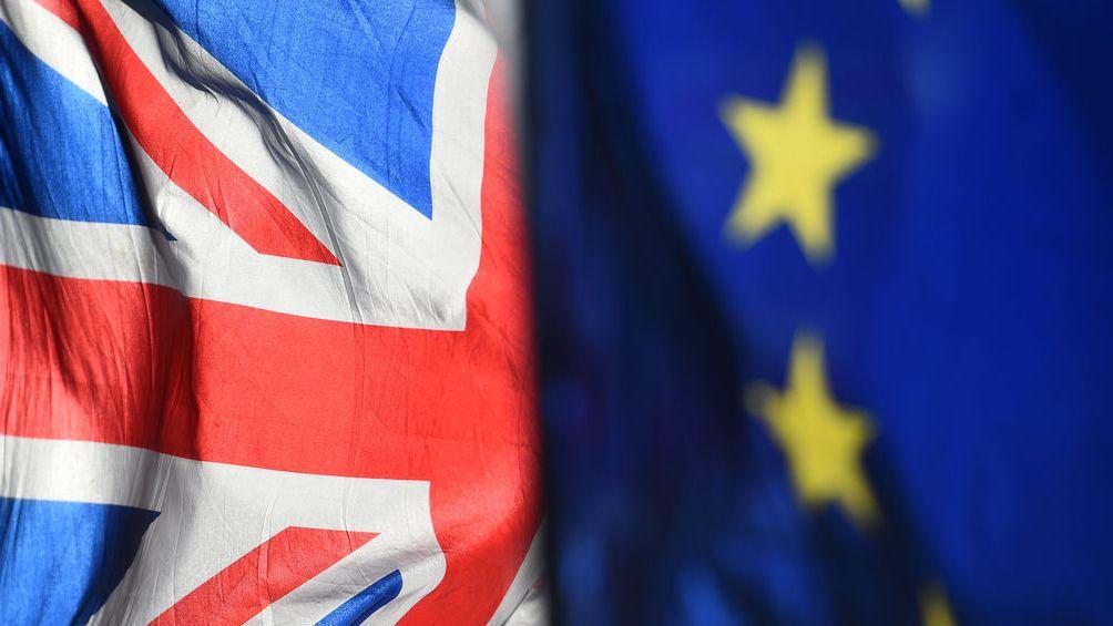 Briten-Flagge neben EU-Fahne: Brexit
