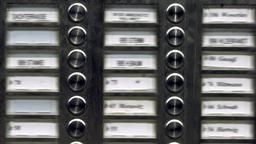Tafel mit unscharfen Klingelschildern | Bild:(c) ZB - Fotoreport