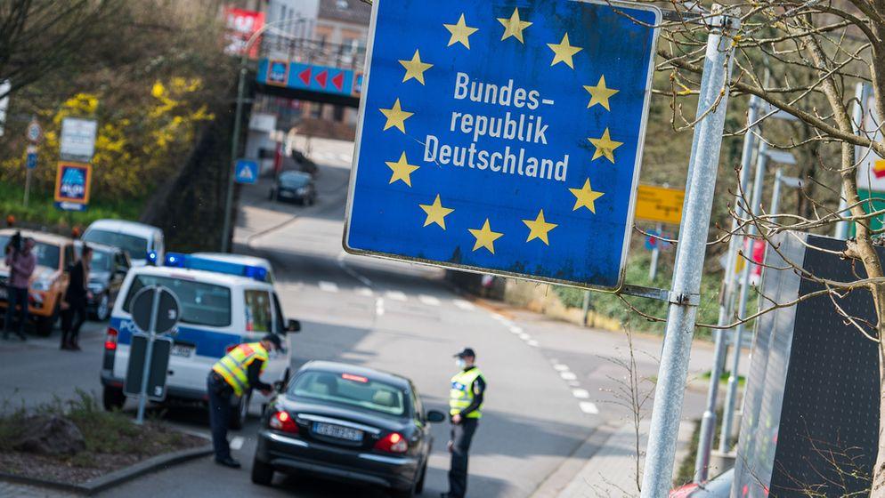 Am Grenzübergang Großrosseln im Saarland, Einreise aus Frankreich (Archivbild 20.3.20) | Bild:dpa-Bildfunk