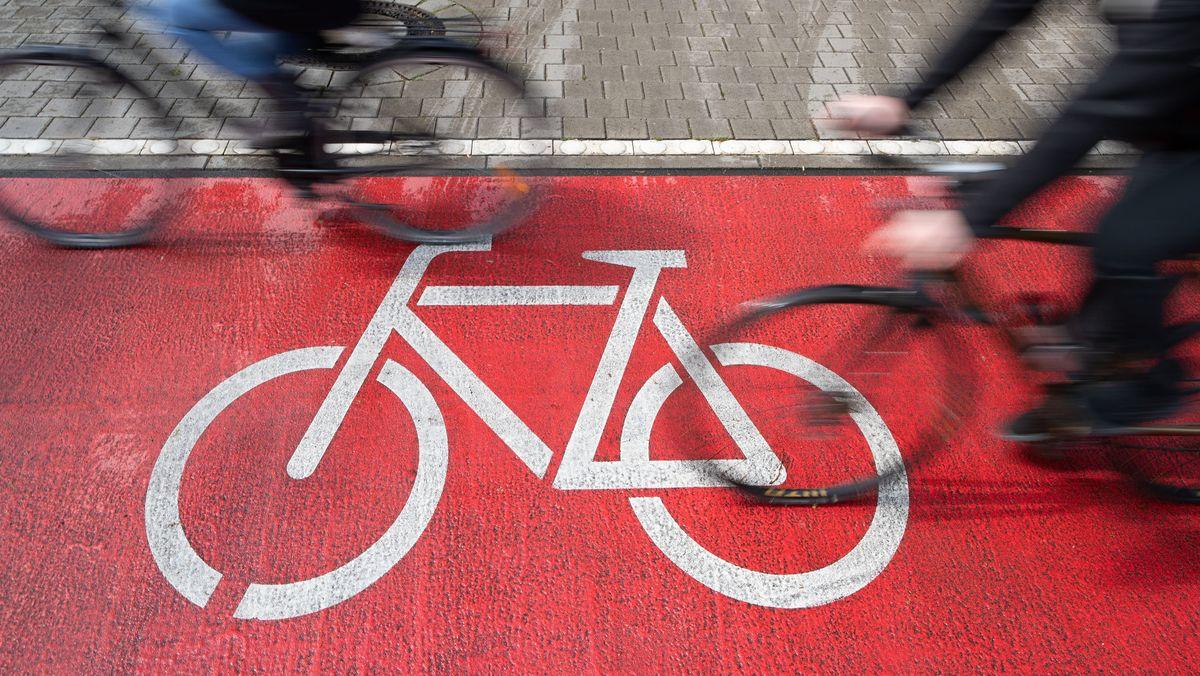 Radweg mit Fahrrädern