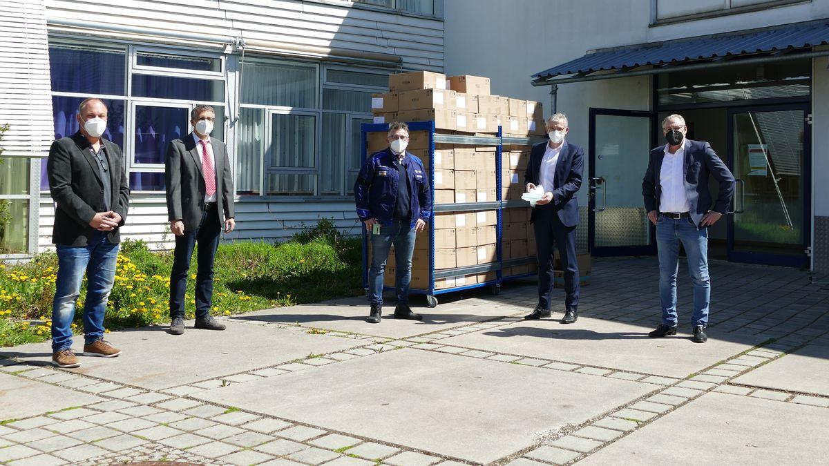 Spendenübergabe der 100.000 Masken für Schulen im Kreis Dingolfing-Landau