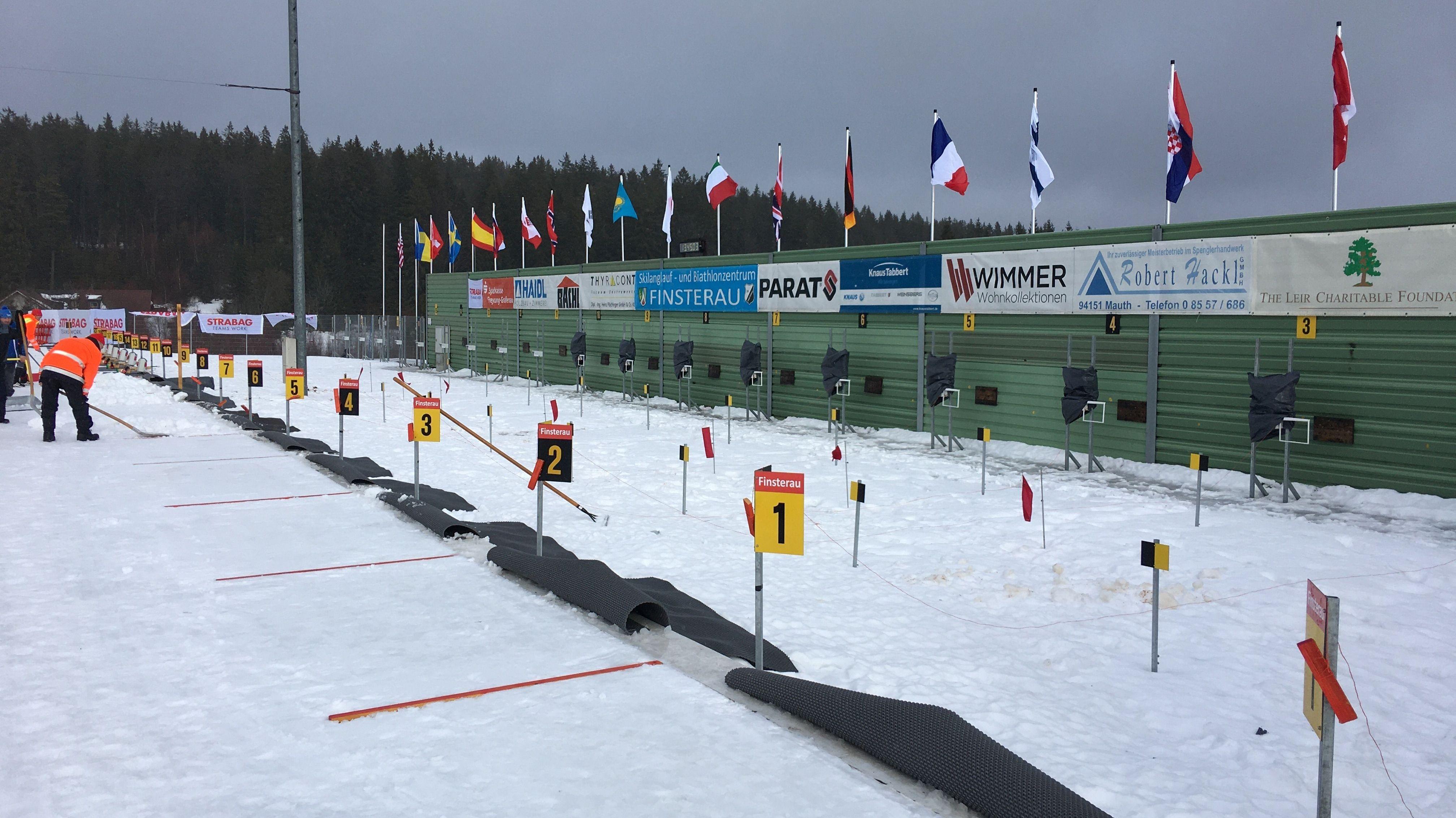 Am Schießstand des Weltcups in Finsterau