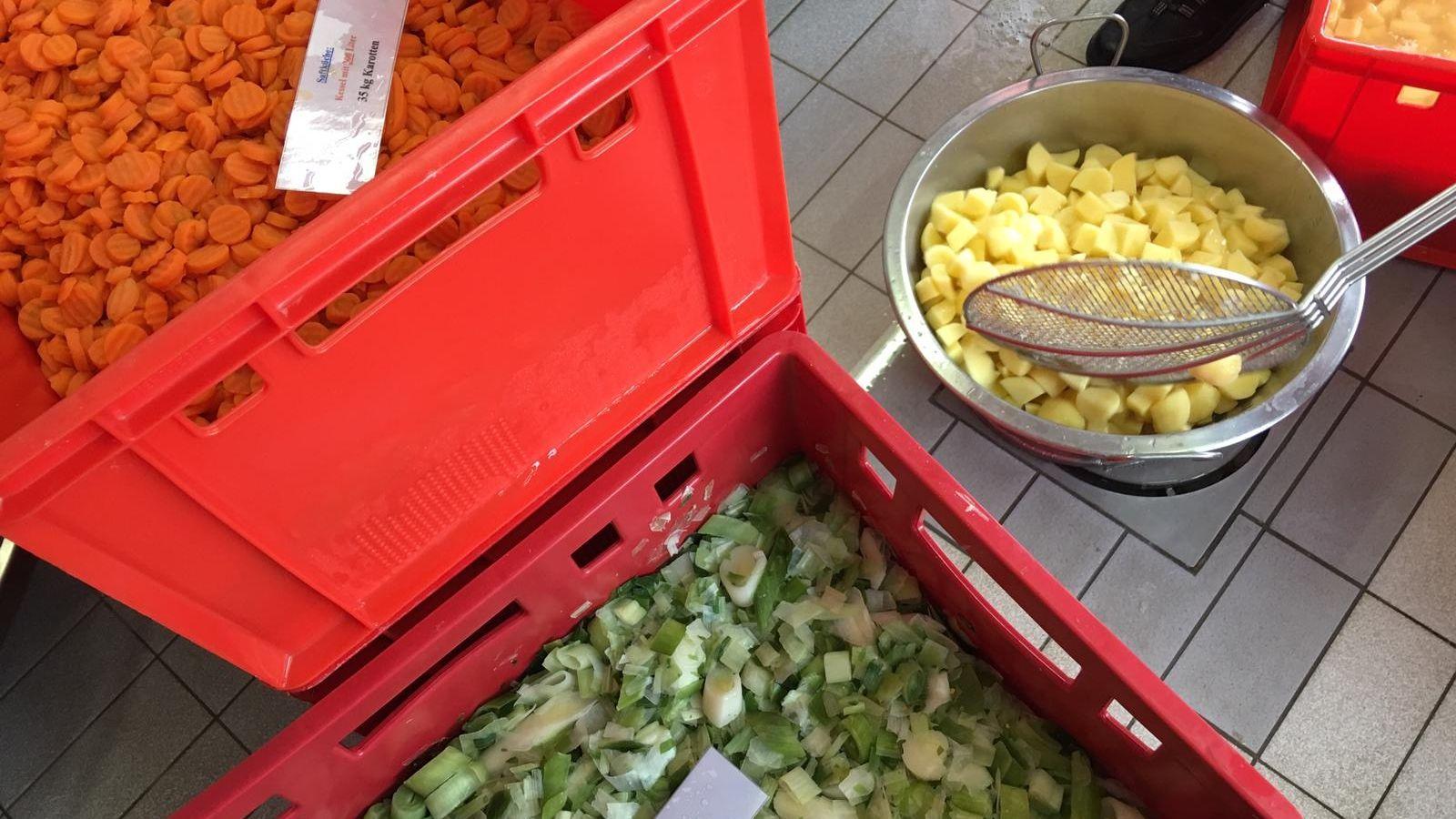 Die Zutaten des traditionellen Pichelsteiner-Mahls in Regen - unter anderem Kartoffeln, Karotten und Lauch