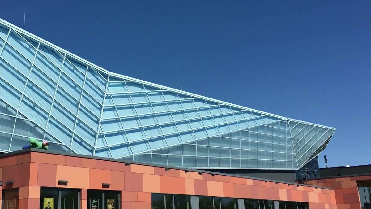 Glasfassade der Hofer Freiheitshalle