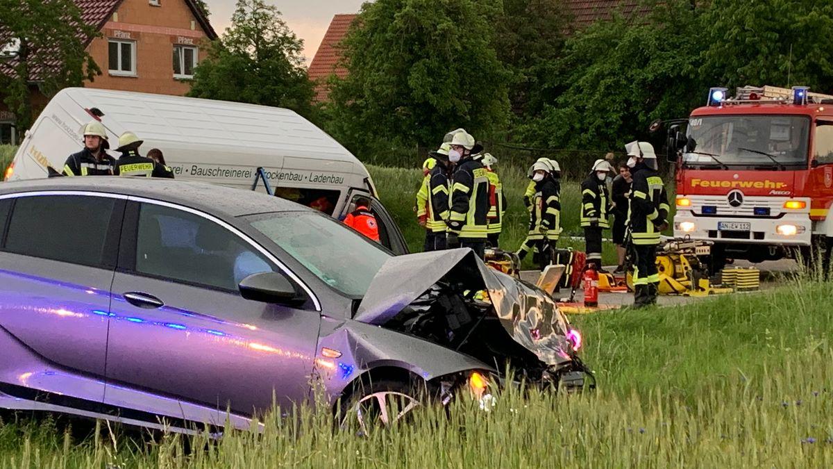 Auto kollidiert mit Kleintransporter im Landkreis Ansbach