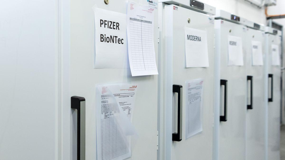 Kühlschränke, in denen Impfstoffe gelagert werden.