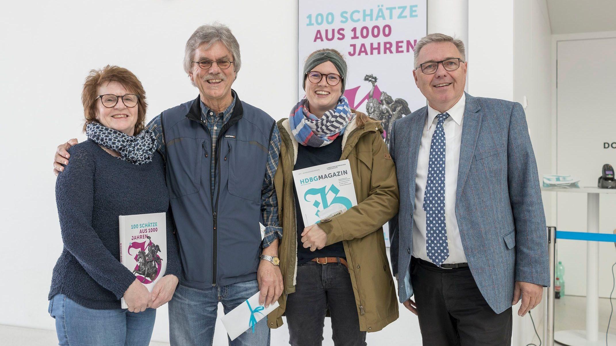 Familie Brenner aus Ergoldsbach wurde von Projektleiter Rainhard Riepertinger begrüßt.