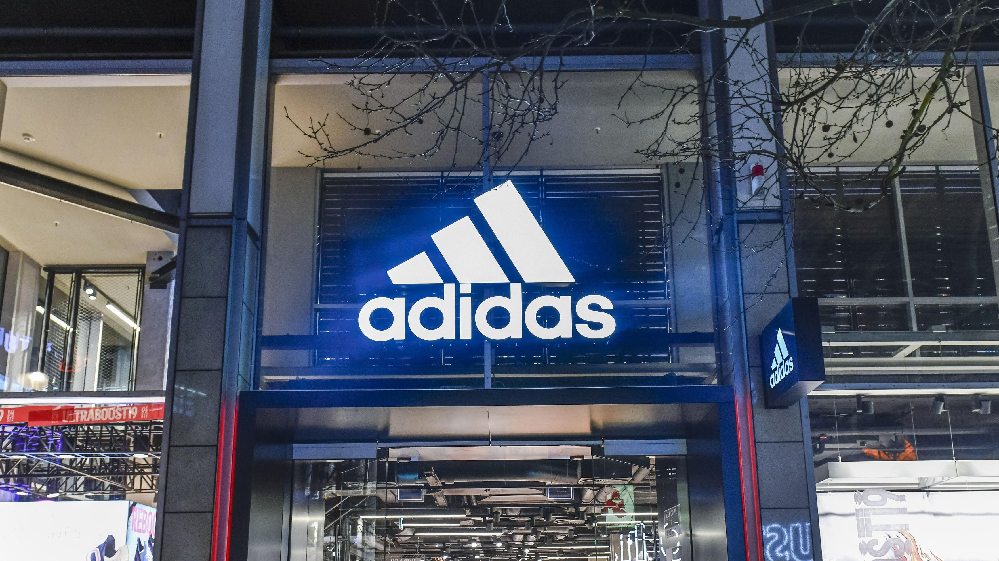 Eingang vom adidas-shop in Berlin